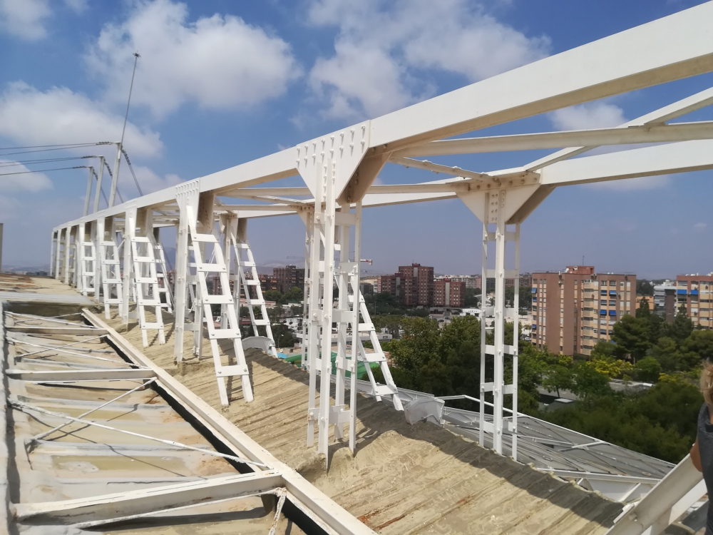 La empresa Viales comienza las obras de Rahabilitacion de cubiertas en el Centro de Tecnificacion Deprotiva de Alicante