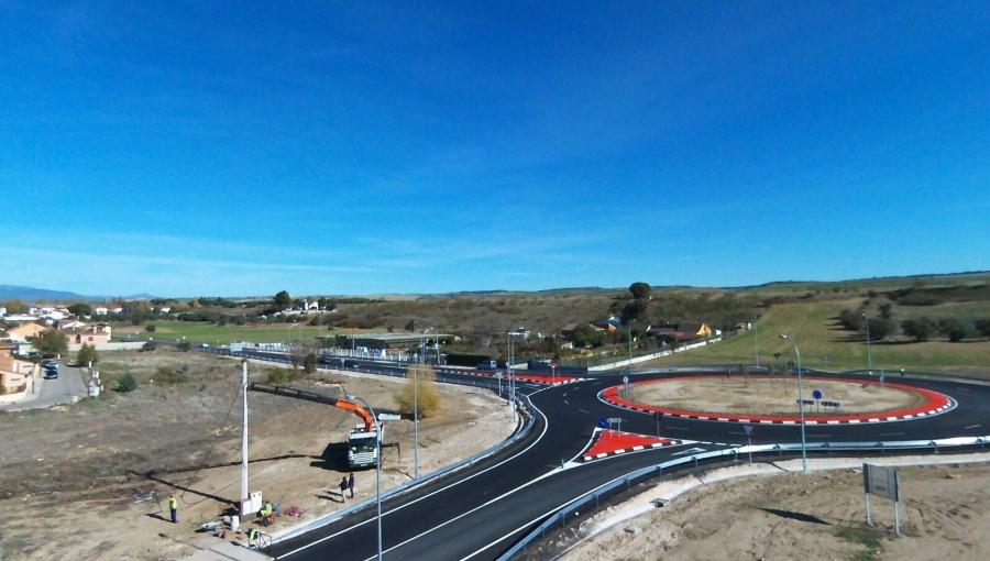 Ejecucion de la Glorieta de conexion de la UE-17 y UE-18 con la carretera M-103, en Talamanca del Jarama (Madrid)